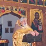Отец Виталий проповедует в Тихоновском храме.