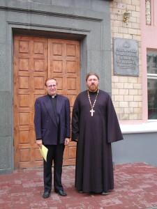 Протоиерей Алексей Куренков проректор Белгородской семинарии (на фото справа)